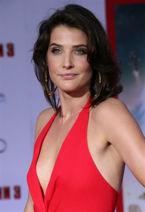 Cobie Smulders Movie List, Height, Age, Family, Net Worth