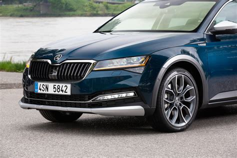 2020 Skoda Superb and Superb Scout Starting to Look Fresh
