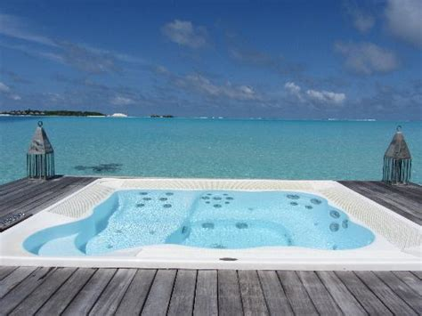 Jacuzzi with steps leading into the Indian Ocean from our