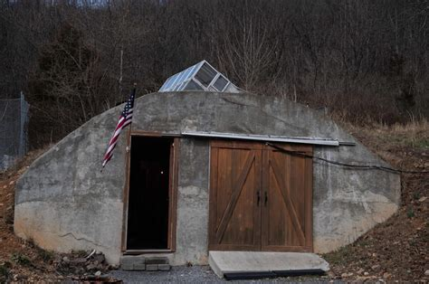 Americans Searching for 'Homes With Bunkers' Up 300 Percent