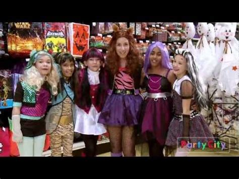 Monster High: Clawdeen Wolf the Furry Fashionista! - YouTube